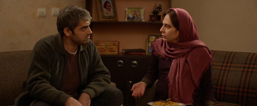 رعنا آزادیور و محمدرضا رهبری در نمایی از فیلم بهت